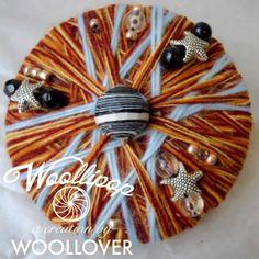 Spilla in lanafatto a mano POMEGRANATE con perline di WOOLLOVERlab, €18.00