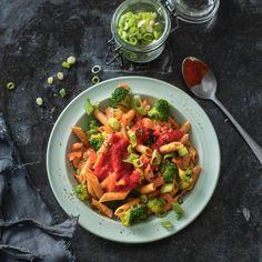 Volkorenpasta met broccoli, zalm en paprikasaus  https://www.jumbo.com/volkorenpasta-met-broccoli,-zalm-en-paprikasaus/501404/
