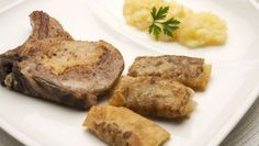 Receta de Chuletas de cerdo con puré de manzana y bricks de hongos
