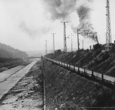 Bahnstrecke entlang des Wienflusses in Hütteldorf um 1940 Vienna, Railroad Tracks, Sidewalk, History, Historia, Walkways, Pavement, Train Tracks