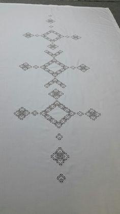 Masa örtüsü eski dantellerden