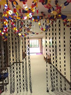 Using the black paper chains make a dramatic look and feel and also a great entrance! cokesburyvbs.com