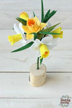 White Daffodil Bouquet, Felt Flower Bouquet, Daffodil Wedding Decor, Wedding Favors, Felt Flowers,Valentines Decor, Felt Flower Arrangement
