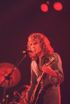 Peter Frampton - Frampton Comes Alive Great Bands, Cool Bands, Frampton Comes Alive, Peter Frampton, Music Page, Stevie Nicks, Playing Guitar, Music Is Life, Music Bands