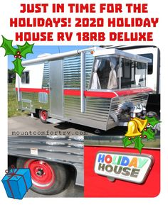 Know someone that loves retro style trailers? They'll love this new Holiday House RV! Small Travel Trailers, Rv Trailers, Pop Up Trailer, 5th Wheels, Toy Hauler, Forest River, Motorhome, Retro Style, Retro Fashion