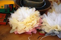 Greedy For Colour: Tissue Paper and Tulle Flower Tutorial. I am in love with tulle. Tulle Flowers, Tissue Paper Flowers, Diy Flowers, Fabric Flowers, Flower Diy, Tulle Crafts, Flower Crafts, Paper Crafts, Felt Crafts