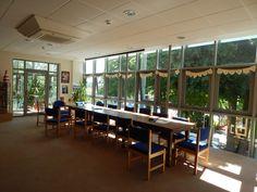 Staff room    Sherborne:  Un curso para todas las edades, en pleno campo inglés.   La Sherborne Preparatory School, fundada el año 1885 muy cerca del centro de la histórica ciudad de Sherborne, es una de las escuelas primarias más prestigiosas del país. La escuela está situada en un campus muy agradable con edificios antiguos y modernos en medio de doce acres de zona verde y atractivos jardines.   #WeLoveBS #inglés #idiomas   #ReinoUnido #RegneUnit #UK  #Inglaterra #Anglaterra