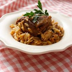Recipe for Giouvetsi (Dutch oven baked veal with orzo in tomato sauce)