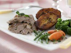 Karitsanpaisti maustuu yrteillä ja sitruunalla herkulliseksi – Kotiliesi Steak, Pork, Easter, Kale Stir Fry, Easter Activities, Steaks, Pork Chops