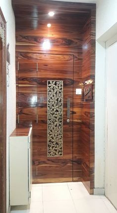 Here you will find photos of interior design ideas. Get inspired! Modern Entrance Door, Main Entrance Door Design, Wooden Front Door Design, Double Door Design, Home Entrance Decor, Main Gate Design, Bedroom Door Design, Door Design Interior, Foyer Wall Decor
