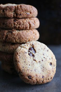 Vegan and Paleo Chocolate Chip Cookies Natural Born Feeder, Paleo Chocolate Chip Cookies, Come Dine With Me, Biscuits, Gluten Free, Healthy Recipes, Treats, Snacks, Vegan