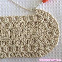 Quero a receita do tapete de barbante oval o passo a passo de hoje vamos aprender como confeccionar este lindo tapete oval modelo Russo. Crochet Rug Patterns, Crochet Motifs, Filet Crochet, Crochet Stitches, Knitting Patterns, Crochet Doilies, Doily Rug, Diy Crafts Crochet, Crochet Gifts
