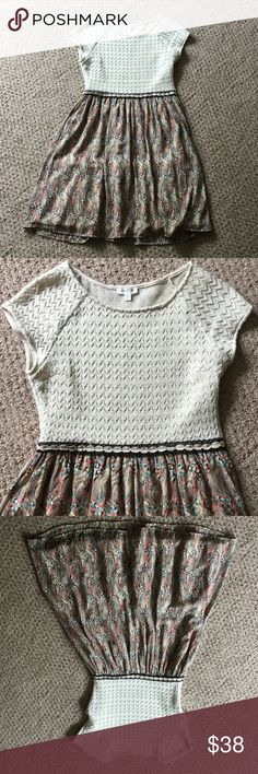 Anthropologie Weston Dress szS Anthropologie dress by Weston. Crochet top, polyester with a feather print on the bottom. Has a nice built in slip with tulle to give the bottom more of a princess skirt feel. Excellent condition! Anthropologie Dresses Mini