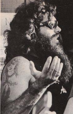 You could hide a shotgun in that beardo!