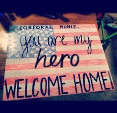 Welcome Home Signs & Ideas For Military Homecoming Marine Homecoming, Military Homecoming Signs, Military Signs, Military Wife, Homecoming Dresses, Military Deployment, Homecoming Ideas, Military Families, Army Mom