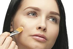 To help prevent breakouts, always apply your makeup with a brush. Beauty Care, Beauty Makeup, Hair Makeup, Hair Beauty, How To Apply Concealer, How To Apply Foundation, Beauty Trends, Beauty Hacks, Beauty Tips