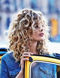 <3 >>> BIG SEXY CURLS <<< <3 45 Lovey-Dovey Curly Hair Styles For Long Hair | Curly Hair styles for Long Hair | Curly Hair styles | Fenzyme.com