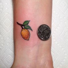 Mini lemon on Maddy!! Doing small tattoos can be just as challenging as some bigger tattoos. Maddy's a pastry chef and compared it to making a small birthday/wedding cake and knew exactly what I was talkin bout. Thank you Maddy- good luck on the east coast!