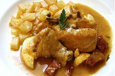 Gallina en pepitoria en la olla exprés, un guiso tradicional de Valladolid, que combina la carne de ave con vino blanco verduras y un delicioso sofrito