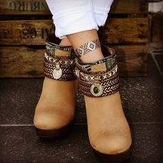 These boots are made for Flashin'... sing it babes! 'Goldfish Kiss H2O' #flashtat via @ibizabohogirl