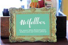 Ihr braucht noch ein schönes Notfallbox Schild? Wir haben eine Vorlage in verschiedenen Farben zum kostenlosen Download für euch!