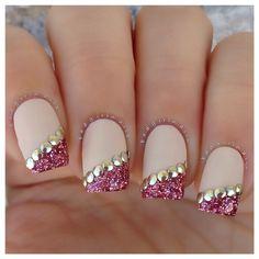 Easy 12 step tutorial on creating fashion-forward loose glitter nails