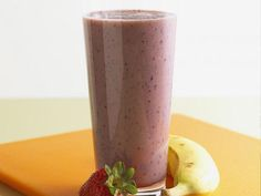 Farmers' Market Recipe Finder: Strawberries: Strawberry-Banana Smoothies http://www.prevention.com/food/healthy-recipes/farmers-market-recipe-finder-strawberries?s=5