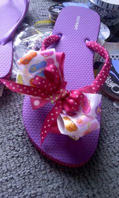 sandalias para niñas decorada con listones y moño
