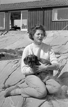 0 ingrid bergman and dog