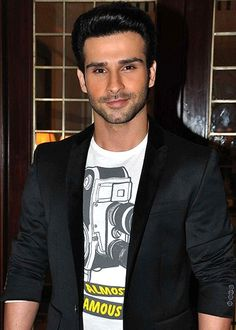 Girish Kumar performs daredevilry stunts for Ramaiya Vastavaiya!