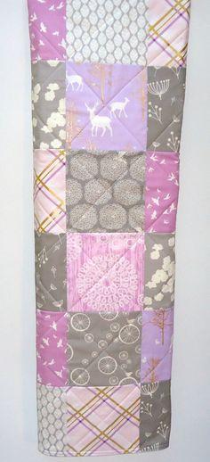 Moderne Waldland Baby Girl Quilt-Brambleberry Hirsch-Lavendel lila lila grau Grey-Michael Miller Gold Schimmer Babydecke