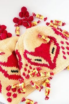 The Kettukarkki beanie by Finnish yarn company Novita. Pattern and colors from renowned Finnish candy wrapping. Knitting Socks, Baby Knitting, Knitted Hats, Knitting Projects, Knitting Patterns, Mittens Pattern, Crochet Instructions, How To Purl Knit, Diy Clothing