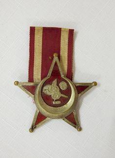 """""""Železný polmesiac"""" (""""Iron Crescent Movement"""" also known as """"Gallipoli Star""""), Slovakia - Europeana 1914-1918 CC-BY-SA https://sk.wikipedia.org/wiki/%C5%BDelezn%C3%BD_polmesiac"""