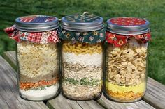 mason jar noodles lunches * noodles lunch ` noodles lunch ideas ` noodles lunch prep ` noodles lunch kids ` noodles lunch for kids ` mason jar noodles lunches ` lunch ideas with noodles ` zucchini noodles lunch Mason Jar Meals, Meals In A Jar, Mason Jars, Pots Mason, Soup In A Jar, Gourmet Gifts, Specialty Foods, Jar Gifts, Food And Drink