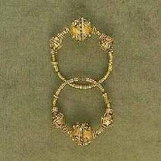 Naušnice XIV vek / Srbija, zlato, livene, tordirane
