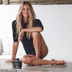 Elle Macpherson's Surprisingly Simple Skincare Secret Elle Macpherson, Gwyneth Paltrow, Running Fashion, Celebs, Celebrities, Gorgeous Women, Malta, Photography Poses, Sexy Women