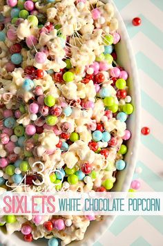 White Chocolate PopCorn Recipe at the36thavenue.com. Festive, delicious and adorable treat!