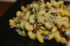 A mac and cheese loaded with bacon and blue cheese inspired by the common burger with the same ingredients. There is also a tomato basil arugula variety.