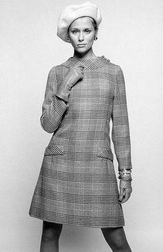 Lauren Hutton wearing Leslie Faye.  Photo by William Helburn, 1968.
