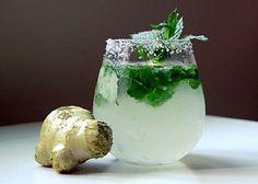 Bevanda a base di zenzero, cetriolo, limone e menta per un ventre piatto
