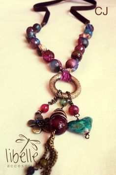 Collares - - - Lee, have a look at how the beads are threaded, it´s really nice!
