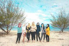 @Regranned from @harishsson -  The girls . .  Pulau Tabuhan Banyuwangi . . #explorebwi #explore #explorebanyuwangi #banyuwangi #pulaumenjangan #menjanganisland #tabuhan #pulautabuhan #tabuhanisland #friend #friendship #reareosurabaya #camp #exploreindonesia #jalanjalanmen #jalan2men #indonesia #instanusantara #vsco #vscocam #holiday #ilovebwi #trip #lightroom #adventure #wisata #wisatabanyuwangi #wonderfulindonesia #beach