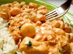 Receita de Strogonoff de frango com requeijão - 2 peitos de frango cortados em cubos médios, 1 cebola grande picada, 3 dentes de alho amassados, 2 tomates mé...