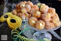 Brighelle ripiene, dei sofficissimi dolcetti fritti tipici del Carnevale e farciti con creme varie, in questo caso crema diplomatica e zucchero semolato.