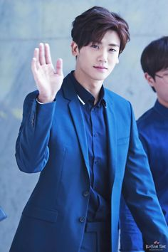 After Hwarang episode 6 ended with Hyungsik's kissing scene, I cannot stop thinking about Hyungsik.
