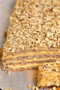 PRAJITURA KRANTZ CU NUCA CARAMELIZATA | Diva in bucatarie Pastry Recipes, Cooking Recipes, Hungarian Recipes, Coco, Cheesecake, Deserts, Food And Drink, Ice Cream, Yummy Food