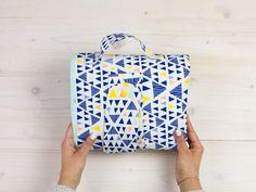 DIY kostenlose Nähanleitung: Wickeltasche mit drei Fächern und Wickelunterlage // free DIY sewing tutorial: diaper bag with three pockets via DaWanda.com