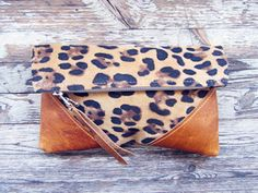 Leopard and leather, always a do. LIBRO CLUTCH - LEOPARD - scout and catalogue