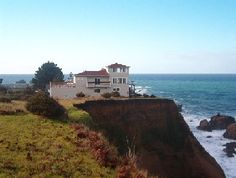 Shelter Cove, CA.The Lost Coast One of our fave family places we've been twice and would love to return! Beautiful Places In The World, Beautiful Homes, Amazing Places, Beautiful Things, Vacation Places, Dream Vacations, Humboldt County California, Cliff House, Hotel Reviews
