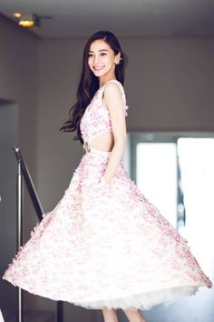Angelababy l Date Night Asian Woman, Asian Girl, Beautiful Dresses, Nice Dresses, Fashion Angels, Angelababy, Cute Beauty, Beautiful Asian Women, Pretty And Cute
